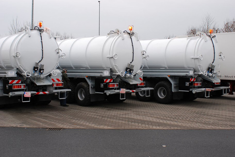 The vacuum tank trucks are on the way to the German sea port.