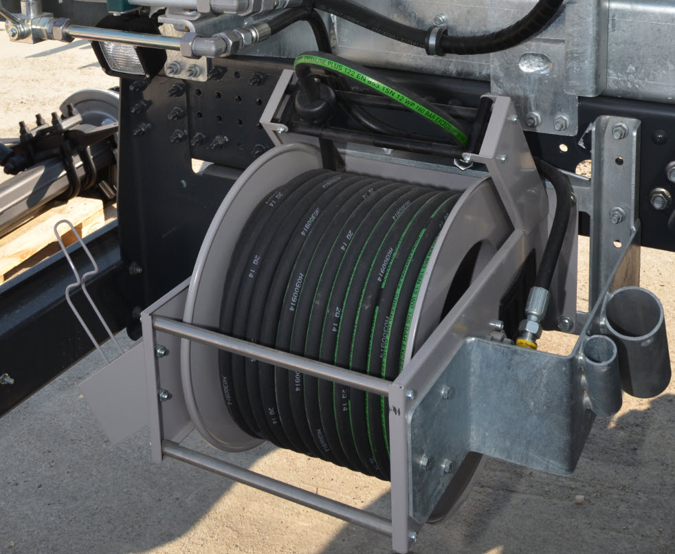 Mounted on Vacuum-Jetting-Flushing combination trucks: Manually operated hose reel for high pressure cleaning. RAC-Germany® your reliable manufacturer for custom-made trucks and trailers in Germany, Europe.