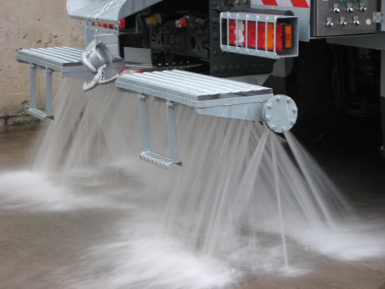 Function test of the spray bar. The spray bar can be used by gravity or pressure