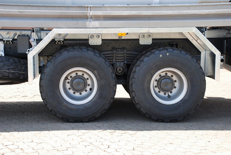 Two reinforced 16 to. heavy duty axles with 18 to. steel springs.